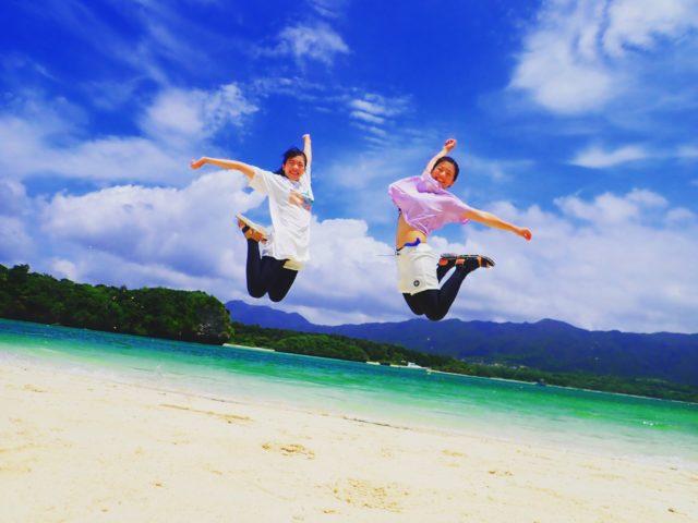 海辺 ハッピー ジャンプ